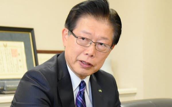 JR北海道の島田修社長は「地方の鉄路はバスより効率が悪い」と言い切った