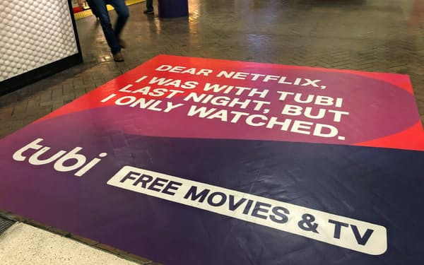 Tubiは「無料」を売りに月2000万人の視聴者を獲得している(サンフランシスコ市内の広告)