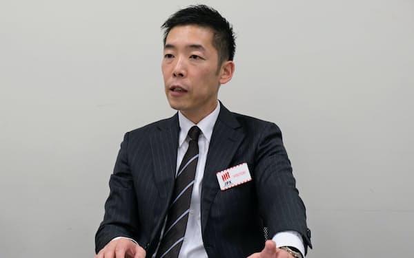 上場会見をするWDBココの谷口晴彦社長(25日、東証)