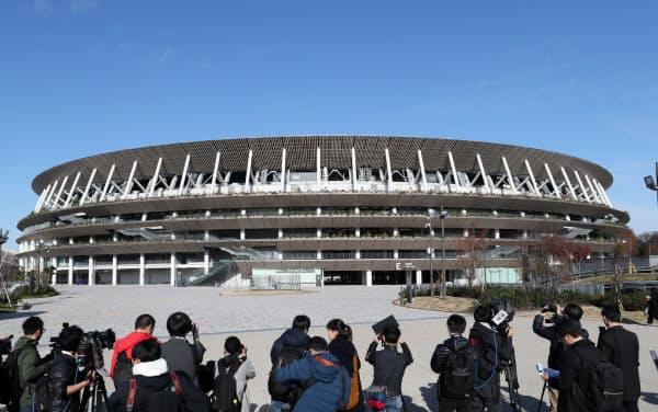 国立競技場のひさしには、46都道府県のスギと沖縄県のリュウキュウマツを使用している