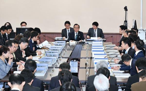 大阪府庁で開かれた法定協議会(26日午前)