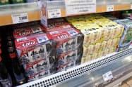 韓国のスーパーに置かれていた日本のビール大手の商品(7月、ソウル)