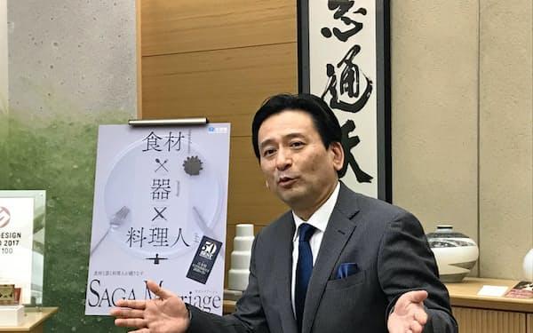 新幹線整備について語る佐賀県の山口祥義知事(26日、佐賀県庁)
