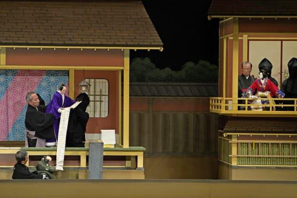「忠臣蔵」で文楽劇場はにぎわった(仮名手本忠臣蔵「祇園一力茶屋の段」)