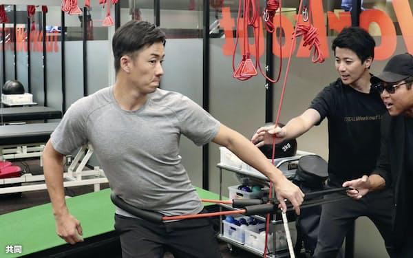 練習を公開した日本ハムの斎藤(26日、東京都内)=共同