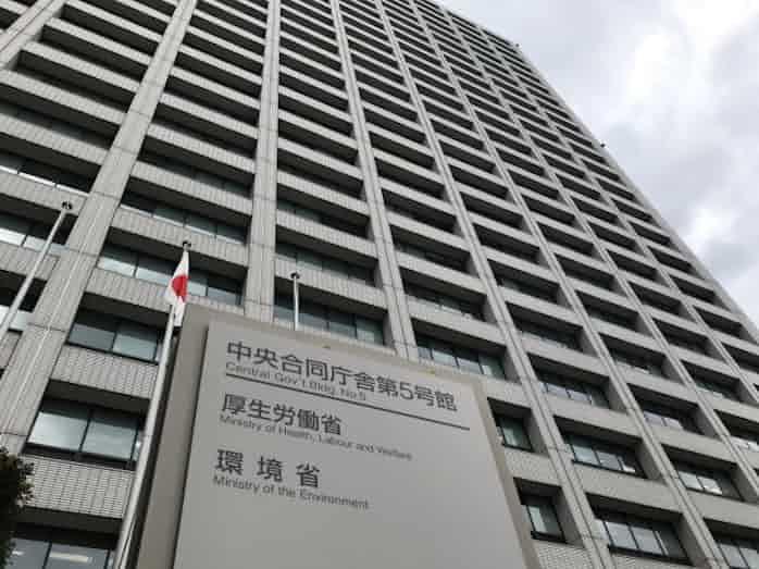 環境省の全電力 小泉環境相「30年度までに再エネへ転換」: 日本経済新聞