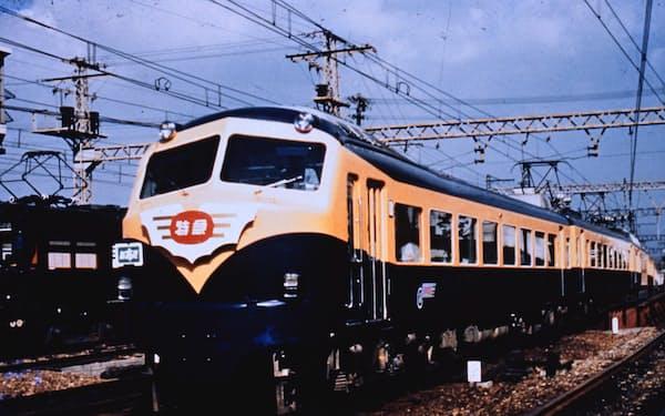 近鉄初代ビスタカー10000系は7両のうち2両が2階建て車両(近鉄提供)