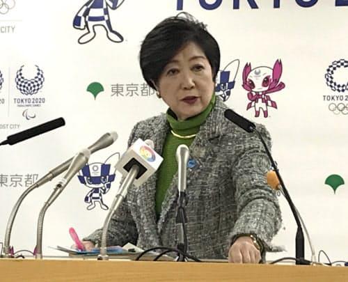 記者会見で長期戦略ビジョンを説明する小池氏(27日、都庁)