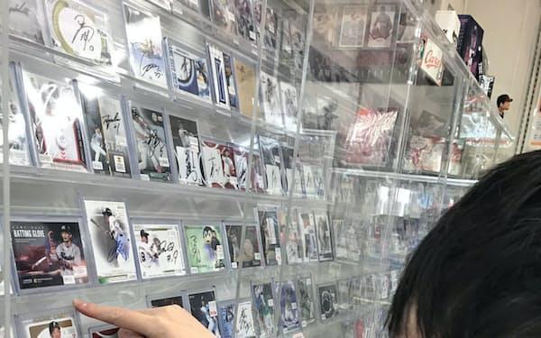 店頭価格は活躍度合いで上下することが多い(東京都内のカード店)