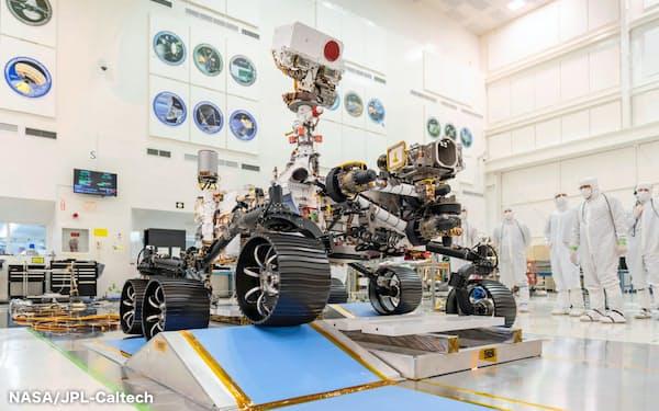 走行試験中の米国のマーズ2020の探査車(NASA/JPL-Caltech提供)