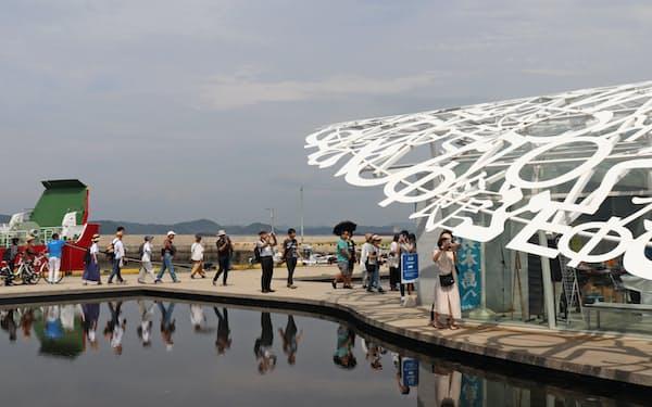 観光地として瀬戸内の注目度は高まっている(瀬戸内国際芸術祭2019、香川県・男木島)