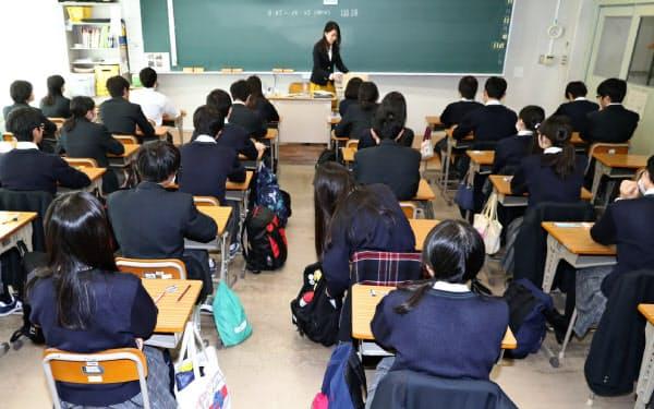 都立桜修館中等教育学校で行われた「大学入学共通テスト」の試行調査(2017年11月、東京都目黒区)