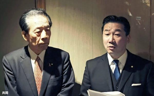 会談後、取材に応じる立憲民主党の福山幹事長(右)と国民民主党の平野幹事長=27日午前、東京都内のホテル