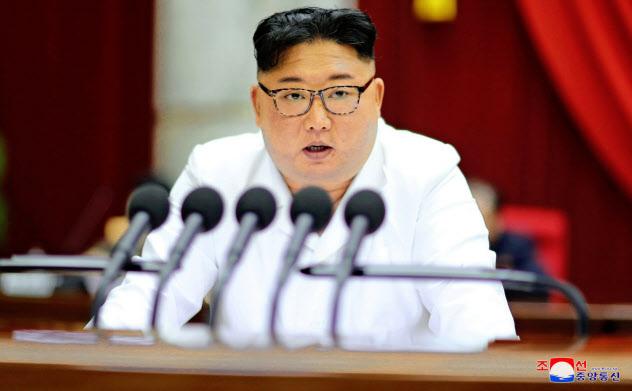 29日に開かれた2日目の朝鮮労働党中央委員会総会で報告する金正恩氏=朝鮮中央通信・ロイター