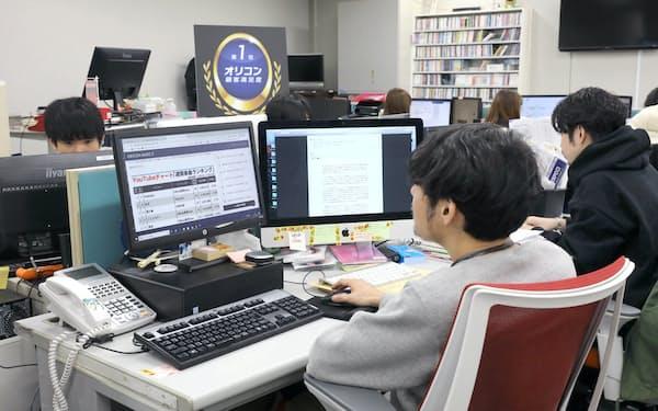 オリコンは顧客満足度調査とエンターテインメントのニュース配信が主力事業(「オリコンニュース」の制作現場)