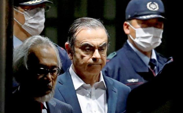 元日産会長のカルロス・ゴーン被告(4月25日、東京拘置所前)=ロイター