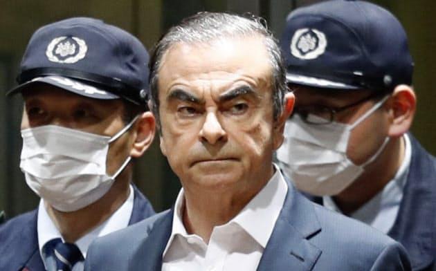 レバノンの主要テレビMTV(電子版)はゴーン元会長が楽器の箱に隠れ、日本の地方空港から出国したと報じた=共同
