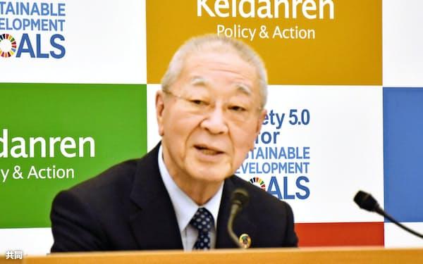 雇用制度全般の改革を主張する経団連の中西宏明会長(12月9日、東京都千代田区)=共同