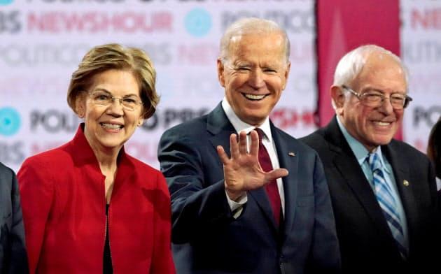 バイデン前副大統領(中)をサンダース上院議員(右)やウォーレン上院議員ら左派系候補が追う=ロイター
