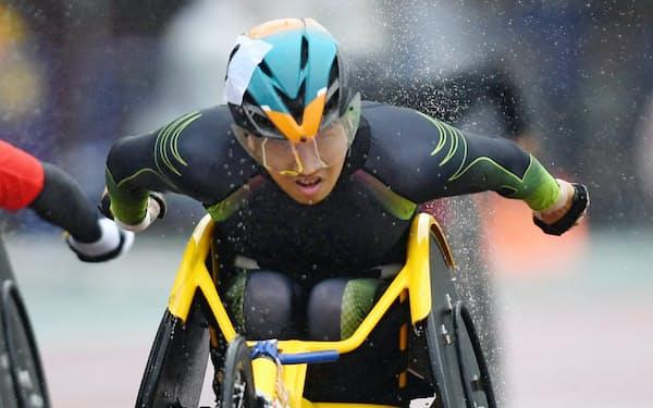 男子400メートル(車いす)で優勝した佐藤友祈