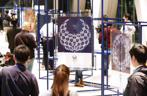 報道公開された東京五輪・パラリンピックの公式アートポスター展(6日、東京都江東区の東京都現代美術館)