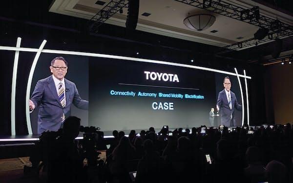 スマートシティー建設を発表するトヨタの豊田社長(6日、米ラスベガス)