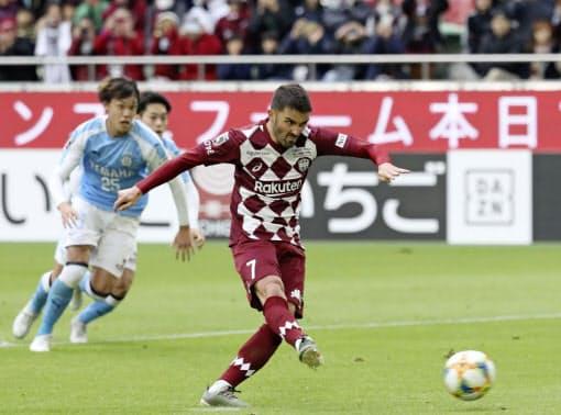 神戸はビジャらワールドクラスの選手を相次ぎ獲得して人気クラブに=共同