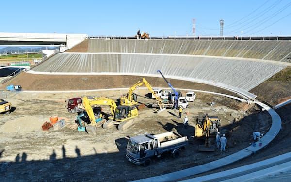 19年12月14日に開通した東海環状自動車道の大野・神戸ICの工事の様子(11月、岐阜県)