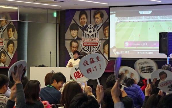 ベスト8が集結した決戦会場は応援で盛り上がり、会場外の社員もネット中継などで熱気を共有した(大阪市、2019年12月)