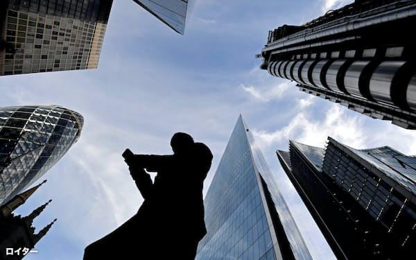 今後の10年間、ビジネスパーソンにはいくつもの課題が突きつけられることになる=ロイター