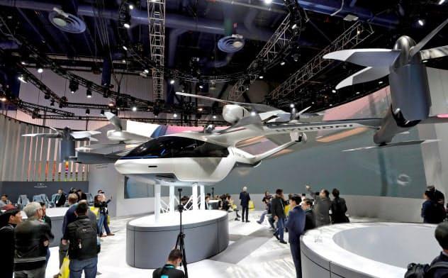 1月7日、ラスベガスのCESに展示されたウーバーの空飛ぶタクシー=ロイター
