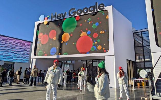 米グーグルはCESの会場で音声AIの機能強化について説明した(7日、米ラスベガス)