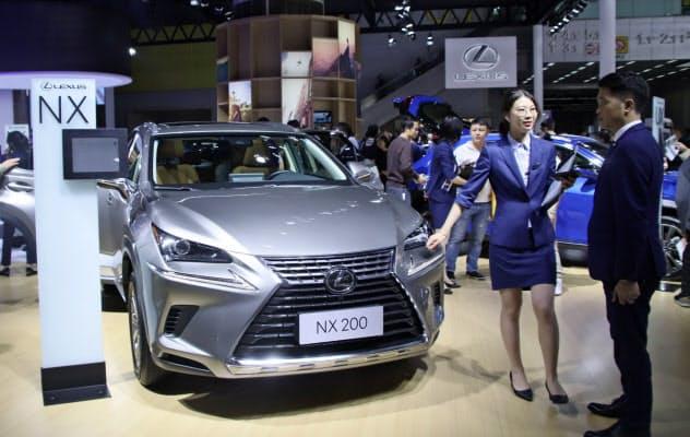 トヨタ自動車の2019年の中国新車販売は「レクサス」がけん引し過去最高に(19年11月、広東省広州市の展示会)