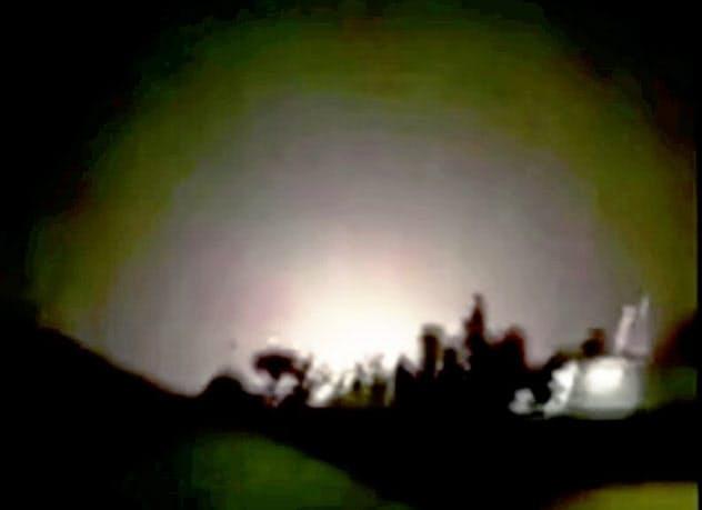 攻撃を受けたイラク中西部のアサド空軍基地とされる映像(8日)=ロイター