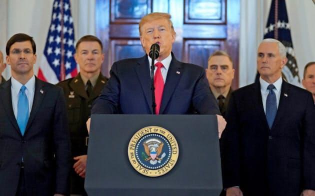 8日、ホワイトハウスで演説するトランプ米大統領(ワシントン)=ロイター