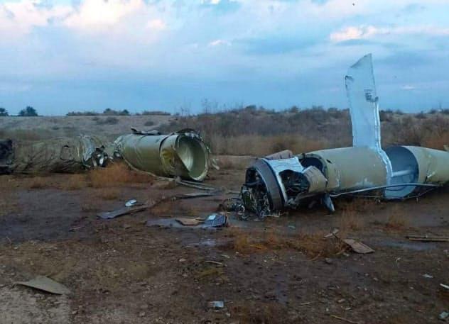 8日、イラク国内で見つかったミサイルの残骸=ゲッティ共同)