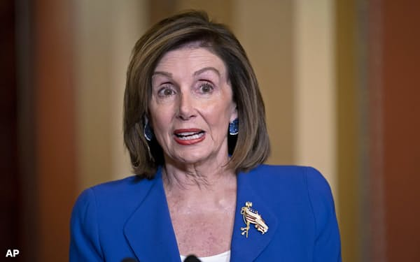 8日、民主党のペロシ米下院議長はトランプ政権が中東安定に向けた戦略を持ち合わせていないと批判した(ワシントン)=AP