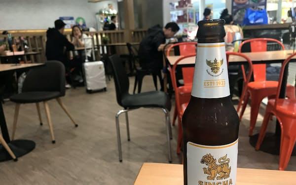 シンハービールのボトルには獅子とガルーダがあしらわれている