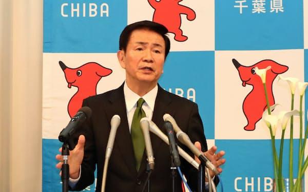 2020年初の定例記者会見に臨む森田健作知事(9日、千葉県庁)
