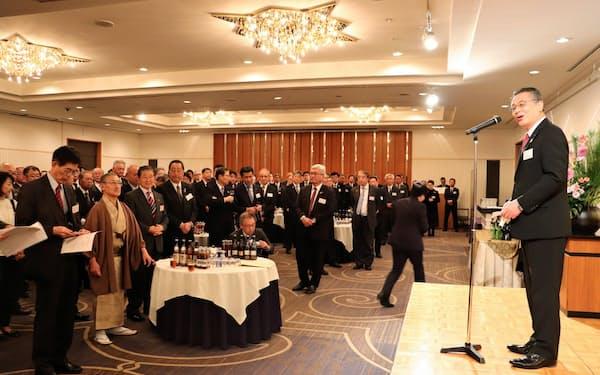 長野県経営者協会の賀詞交歓会には、県内の企業経営者などが約370人集まった(9日、長野市)
