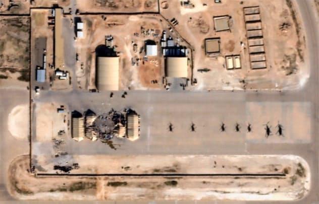 8日、イランのミサイル攻撃を受けたアサド空軍基地の衛星写真=プラネット社提供・ロイター
