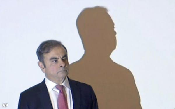 レバノンで記者会見したゴーン被告=AP