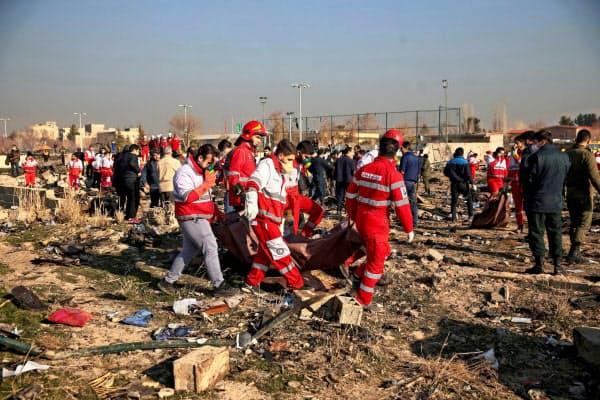 ウクライナ旅客機の墜落現場(8日、テヘラン近郊)=ロイター