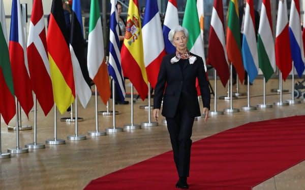 ラガルド総裁率いるECBが量的緩和策を継続する中、ユーロ圏各国の新規国債発行額も最低水準を続ける=ロイター