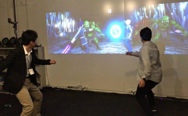 自分の動きをリアルタイムにスクリーン上のキャラクターに反映できる (C)2017 川原 礫/KADOKAWA アスキー・メディアワークス/SAO-A Project (C)BANDAI NAMCO Entertainment Inc.
