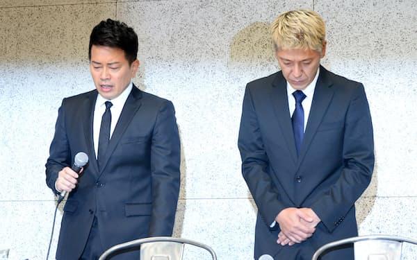 闇営業問題で記者会見する「雨上がり決死隊」の宮迫博之さん(左)と「ロンドンブーツ1号2号」の田村亮さん(2019年7月、東京都港区)