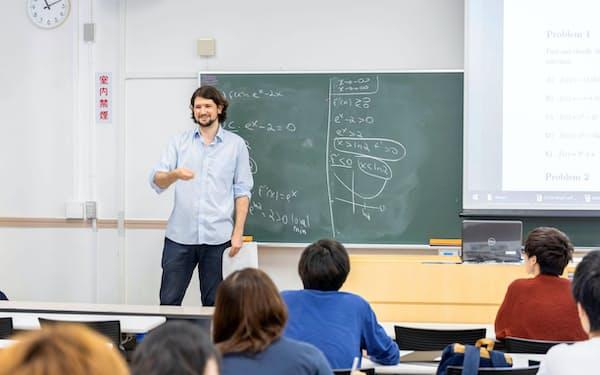 ロンドン大の学位を取得できる教育プログラムの授業風景(東京都練馬区の武蔵大)