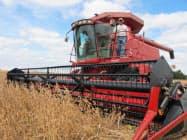 米アイオワ州の大豆農家、収穫の模様