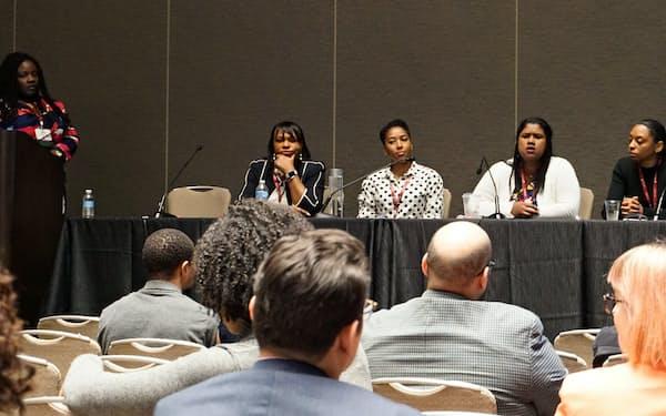 黒人の女性経済学者らが、自らの体験を語り合った(3日、米カリフォルニア州サンディエゴ)