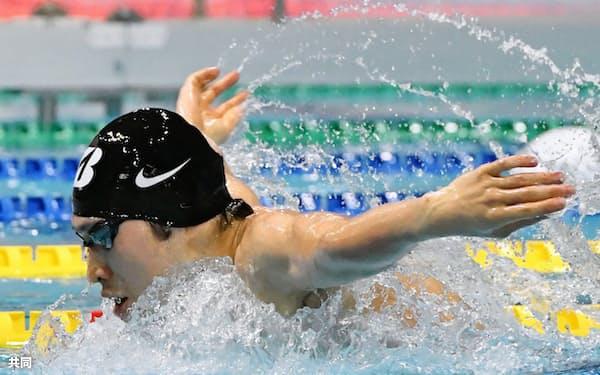 今年初戦で男子400メートル個人メドレーを泳いだ萩野公介(11日、東京辰巳国際水泳場)=共同